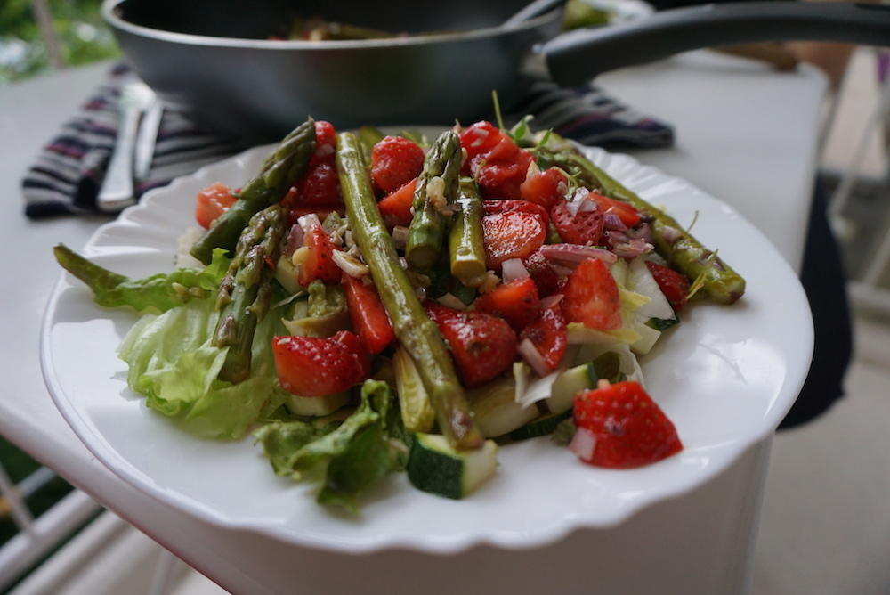 Chřest s jahodami - recept