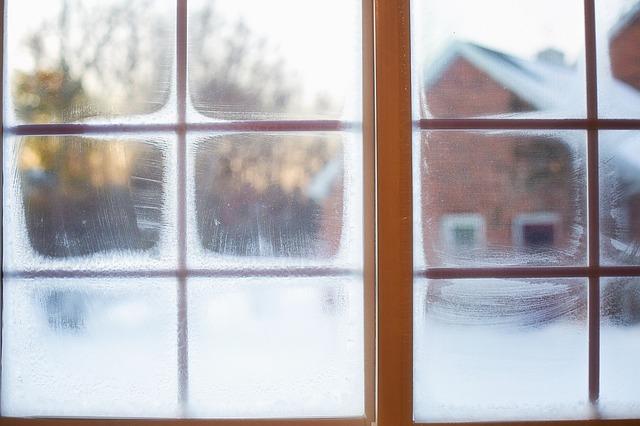 frost-on-window-637531_640